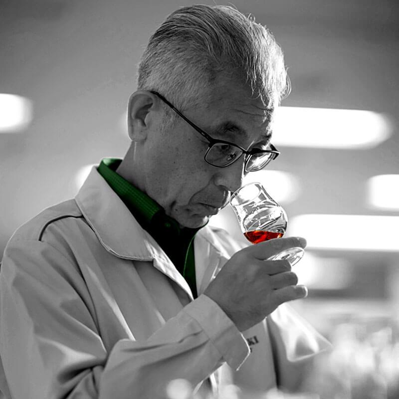shinji fukuyo tasting the oaksmith premium whisky